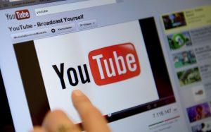 YouTube тестирует мгновенный перевод комментариев