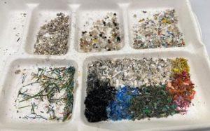 Ученые изобрели мини-роботов для уничтожения пластикового мусора