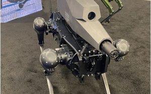 В США показали робособаку с винтовкой